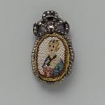 Médaillon en acier et perles filées, cut steel and brass, 19e s., musee de Boston, USA.