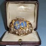 Bracelet à décor d'armoiries émaillées, XIXe s., Vente à Tours, nov. 2009.