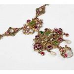 collier néo Renaissance en vermeil, grenats, perles et émeraudes, travail austro-hongrois, milieu XIXe s.