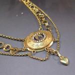 Collier d'esclavage, or et émaux, XIXe s., vente à Aurillac, avril 2011.