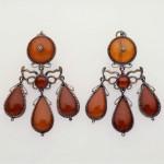 Boucles d'oreilles de type girandole, Italie ou Sicile, ambre et argent, 19e Boston museum.