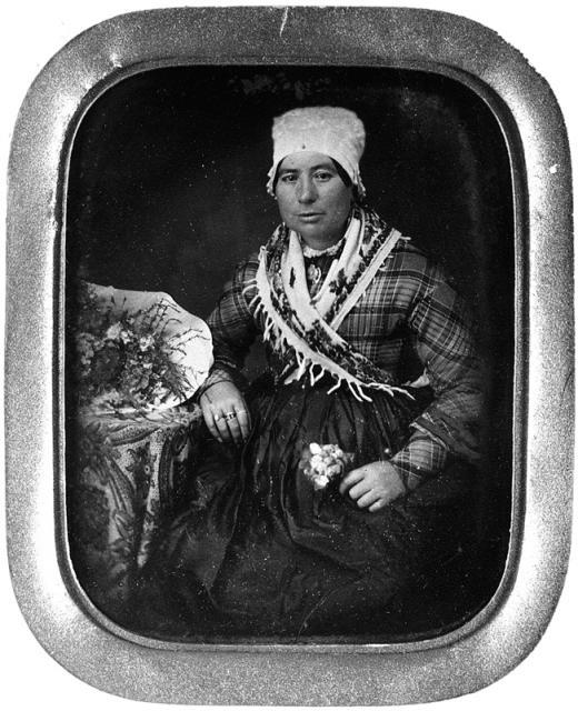 Atelier Thiery, femme assise, daguerréotype, quart de plaque, v. 1855, coll. Bibliothèque nationale.