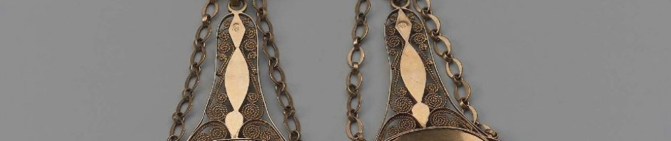 Boucles d'oreilles en or et pierres rouges, 19e, Boston museum, USA.