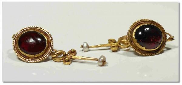 Paire de boucles d'oreille en or et grenat - Ier-IIIème siècle ap. J.-C.