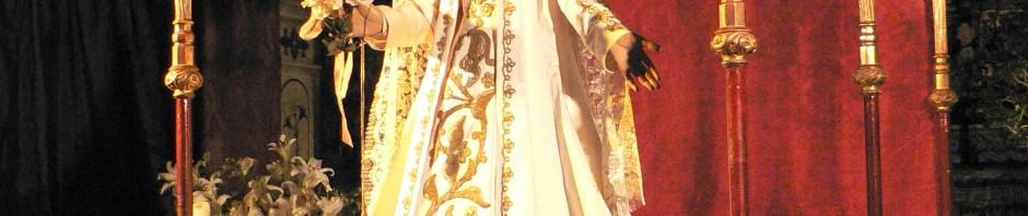 La Vierge de la cathédrale de Perpignan sous son dais de procession.