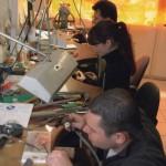 Fabrication artisanale de bijoux en Grenat de Perpignan, facteur de maintien d'emploi et de developement durable.
