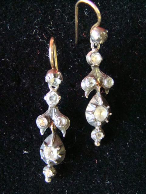Boucles d'oreilles, vente à Arles,  20 11 2010.
