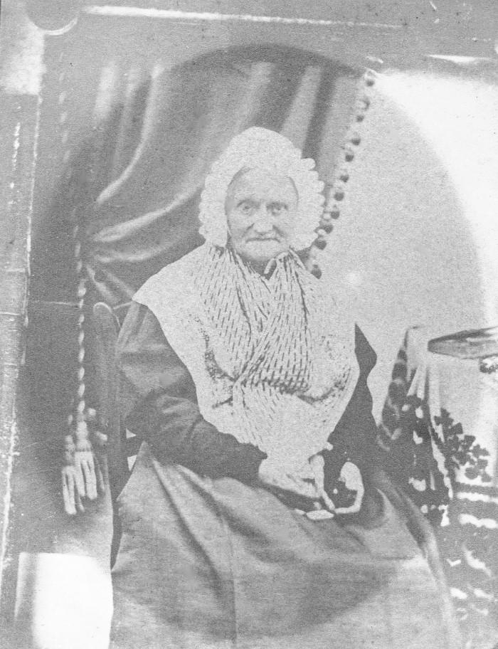 Costume de femme âgée, Sud de la France, vers 1850.