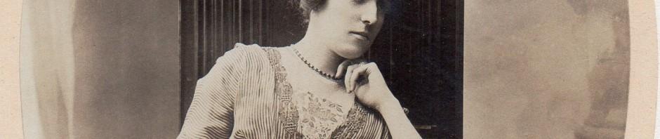 Perpignanaise vers 1910, cliché Séréni.