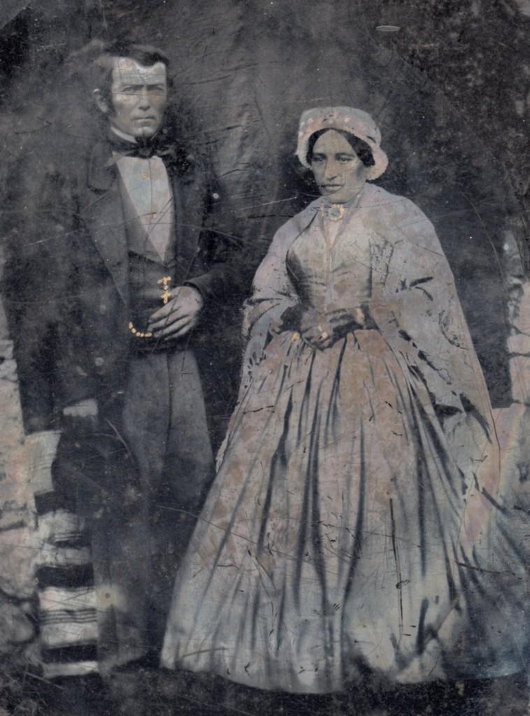 Couple en costume de cérémonie, vers 1855, Sud de la France.