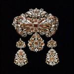 Demi-parure en grenats et diamants taille rose, vers 1700.