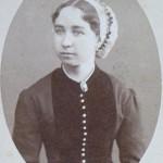 Roussillonnaise en coiffe de dentelle, vers 1880.