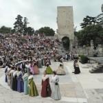 Présentation des groupes au Théatre antique