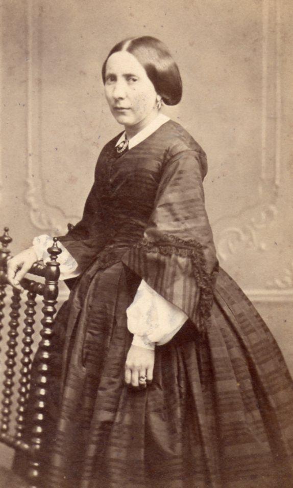Portrait de femme, photo Huguet-Moline à Montpellier, après 1862.