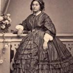 Femme en robe à crinoline, vers 1855-1860, Molas photographe à Toulouse.