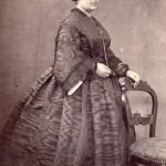 Femme en crinoline, photographie Pierre Germain, Perpignan.