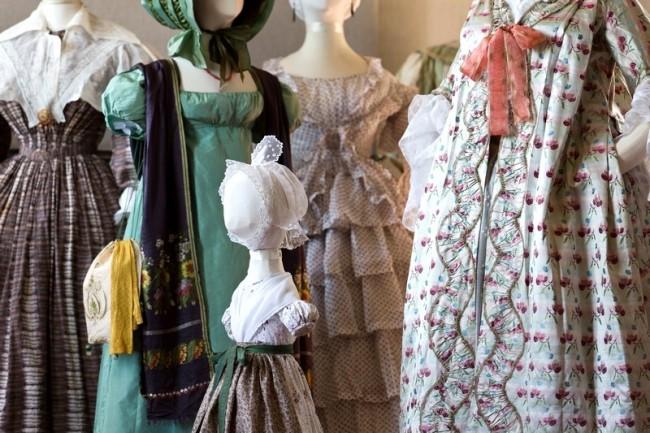 Quelques robes de l'exposition de la Villa Rosemaine.