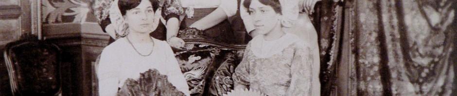 Jeunes femmes en Catalanes, Ille sur Tet, vers 1910.