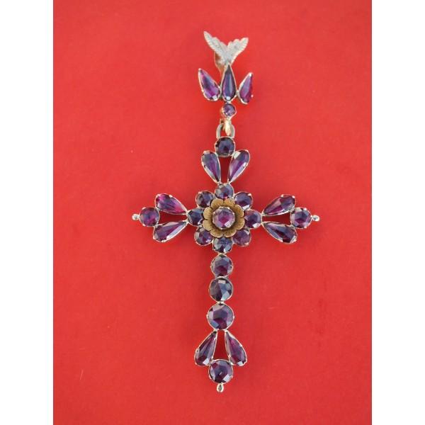 Croix surmontée d'un Saint-Esprit, Grenat de Perpignan, milieu XIXe s.