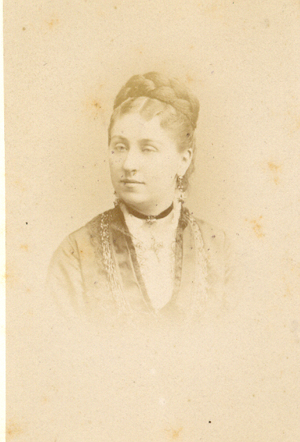 Isabelle Boluix née Alzine, photo Reutlinger Paris