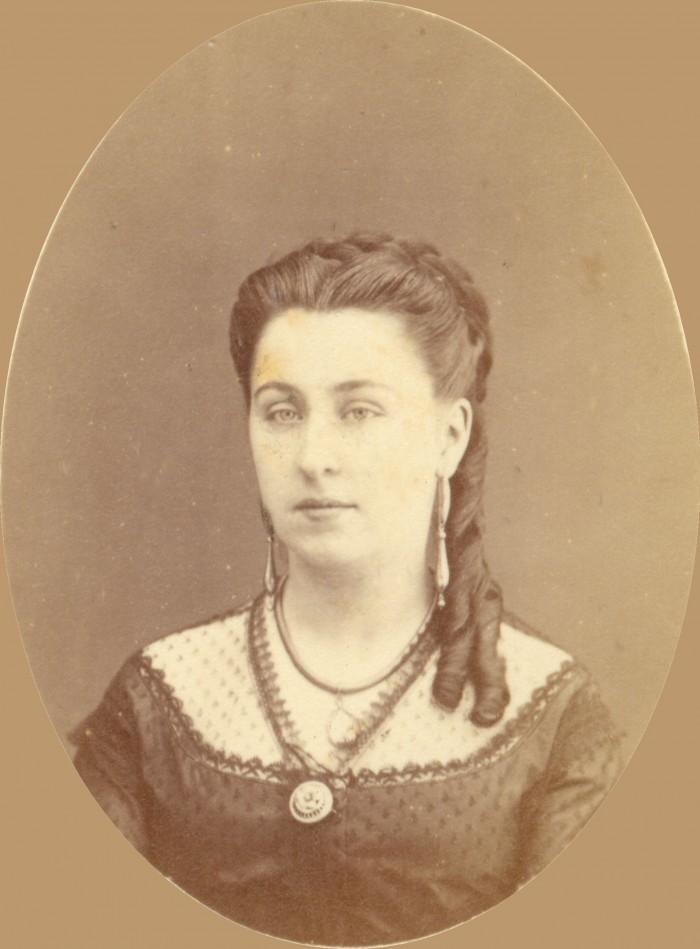 Isabelle Boluix née Alzine, fille de JB Alzine imprimeur