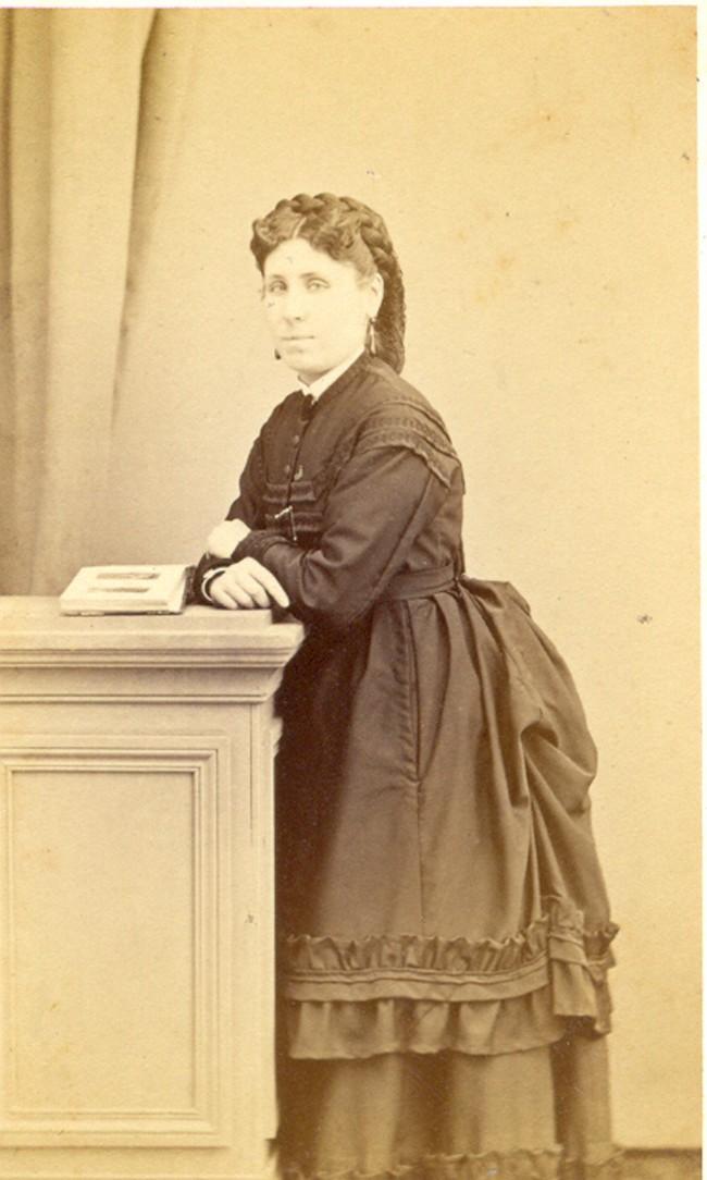 Marie Alzine (1844-1904) femme d'Osmin Aragon.