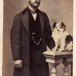 Portrait d'homme avec un chien, photo Cabibel, Perpignan.