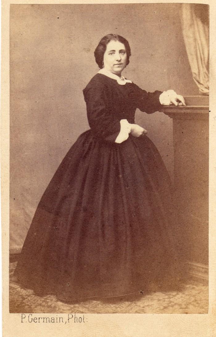 Lucie Salamo en 1863, photo Pierre Germain, Perpignan.