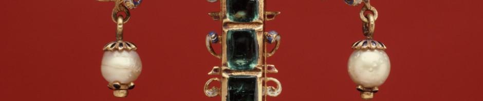 Croix en or, émail, perles et émeraudes, Espagne, XVIIe s.