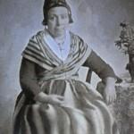 Arlesienne, vers 1850.