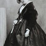 Arlesienne, vers 1860.