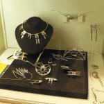 collection de bijoux réalisés par les étudiants de lécole de Turnov en Tchéquie