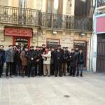 La chorale Goids dels Ous devant la boutique Cantagrill, ou ont été fait leurs écharpes et bérets.