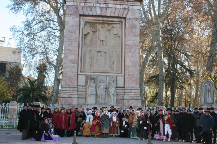 Participant costumés de la saint Eloi 2012