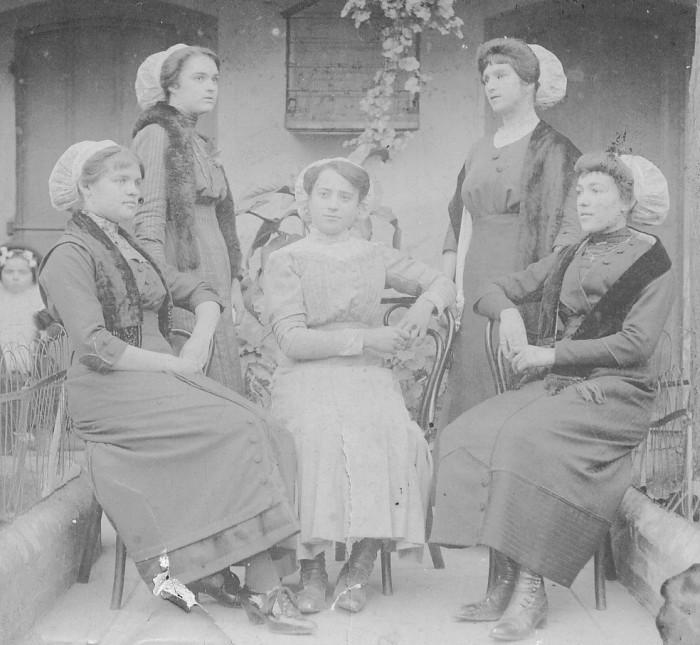 coiffes, roussillonnaises en bonnets vers 1910