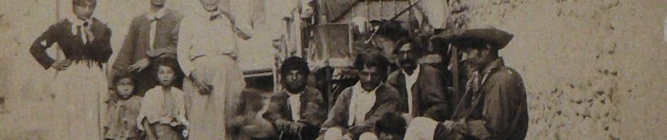 Gitans à Rivesaltes, vers 1895, fonds icono Institut du Grenat. .
