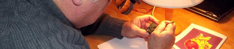 L'artiste perpignanais Bernard ROMAIN en train de passer du dessin à la sculpture