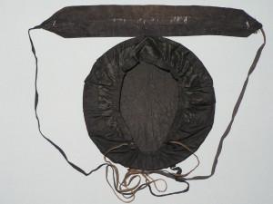 Topina i balda, les deux éléments noirs de la coiffe catalane.