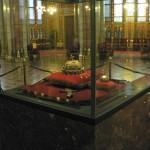 La sainte Couronne de Hongrie au parlement de Budapest.