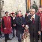 Jean-Marc Pujol, maire de Perpignan entouré de l'artiste et des bijoutiers.