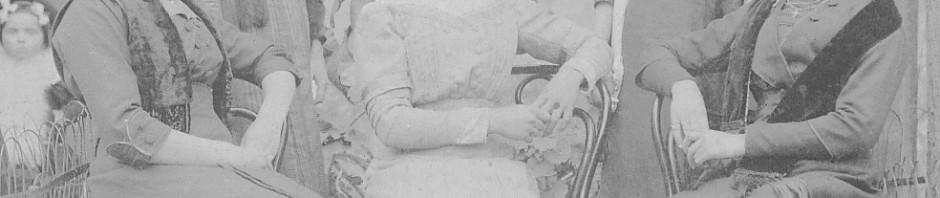 Roussillonnaises en bonnets vers 1910