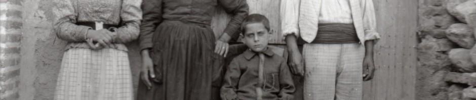 Famille roussillonnaise, vers 1900.
