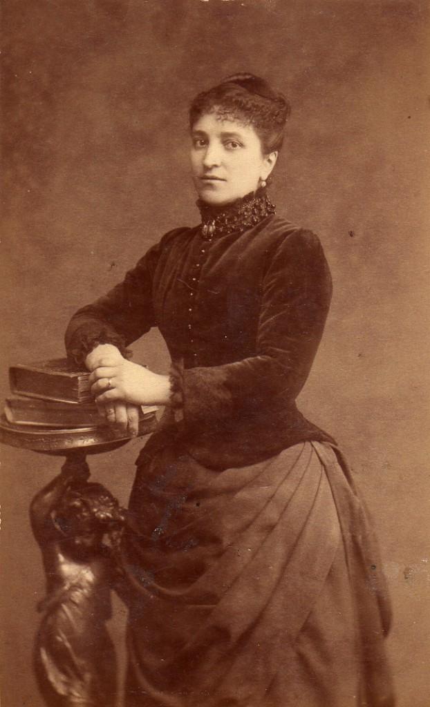 Anne Izarn (1844- 1904), épouse Velzy, photo Provost, Perpigna