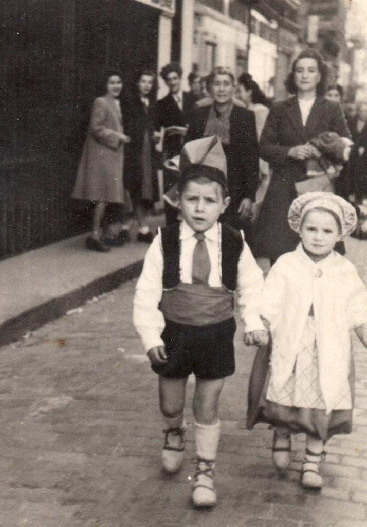Petits Catalans lors du carnaval de Perpignan, années 1950.