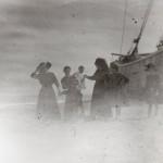 Femmes au bord d'une barque, 1900.