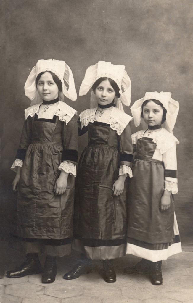 trois jeunes bretonnes