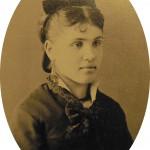 Jeune femme à la mode, vers 1870, Millau, Aveyron.
