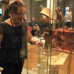 installation de la vitrine des bijoux en Grenat de Perpignan