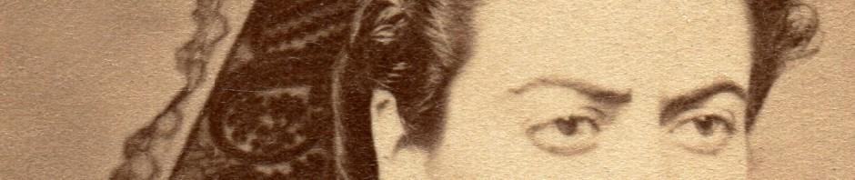 Bijoux et ruban d'arlésienne