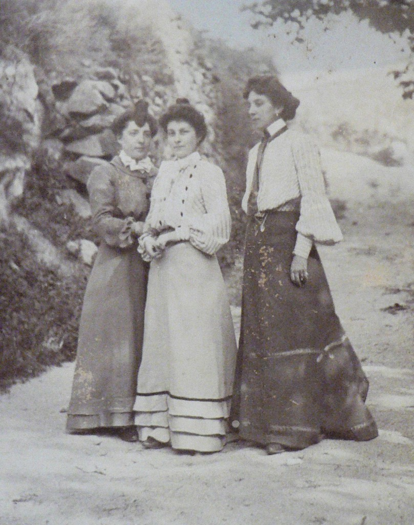 Les tres amigues